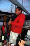 Sten på Tempest tester sine musikalske evner på saksofon :-) Stilen er der ihvertfall ;-)